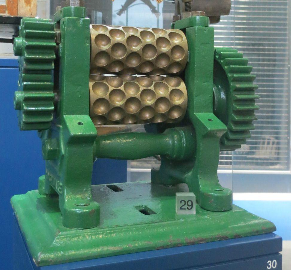 Cast iron sweet maker