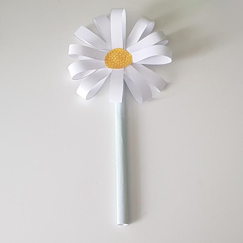 VE Day Paper Daisy